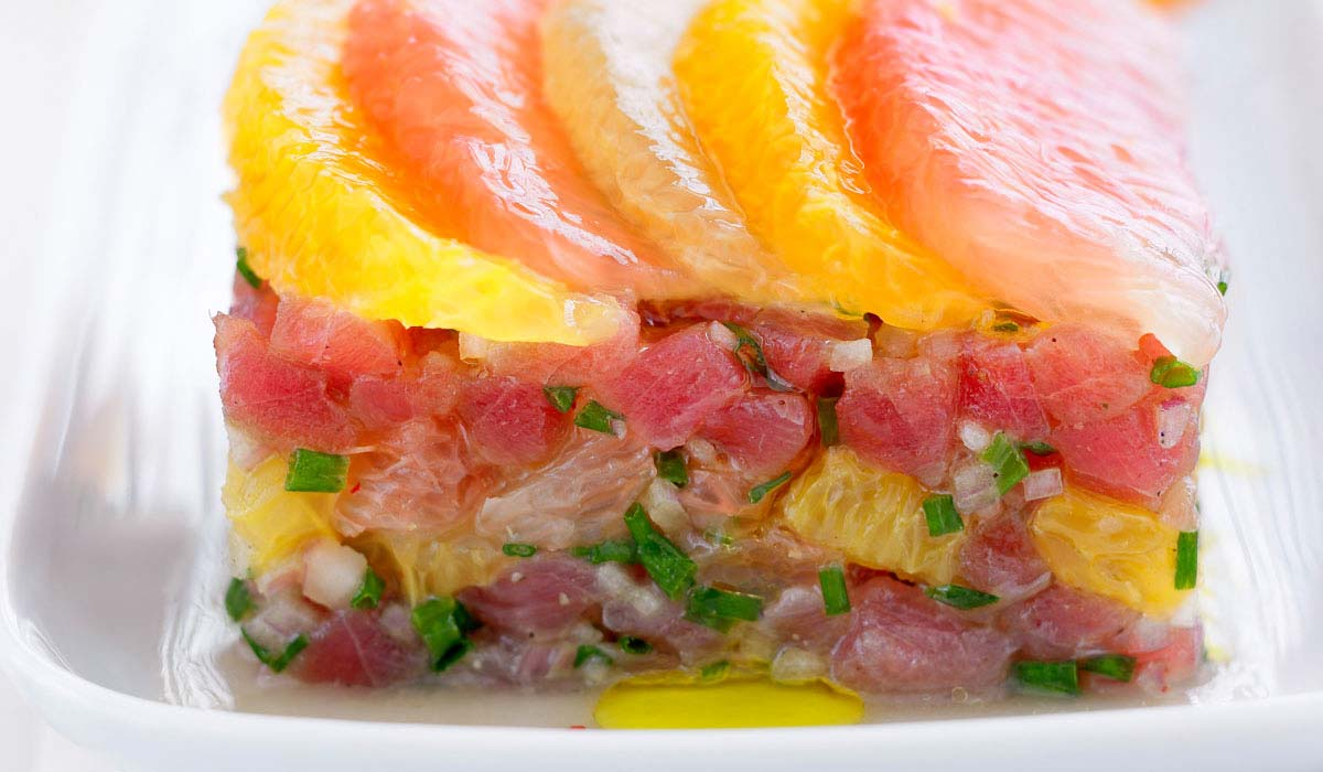 Citrusy tuna tartare with orange and black pepper
